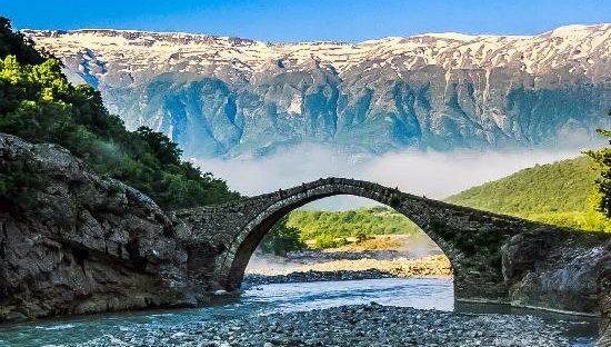 Albanija tiltas